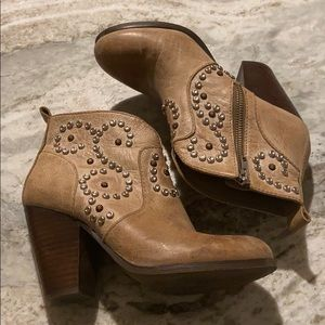 Steve Madden womens size 6.5 Awsum ankle booties